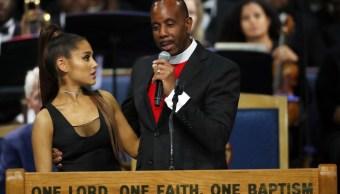 Obispo pide disculpas por acoso sexual a Ariana Grande