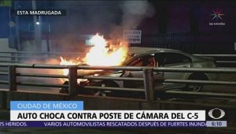 Auto choca contra poste de cámara del C5 en CDMX