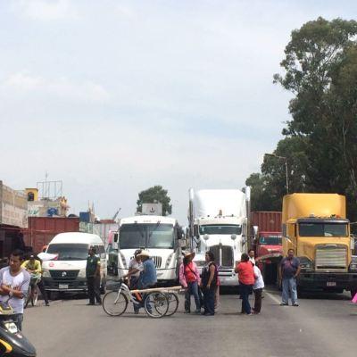 Bloquean carretera Lechería-Texcoco en protesta por nuevo aeropuerto