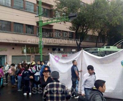 Padres de familia bloquean Eje Central en CDMX; exigen reparar escuela