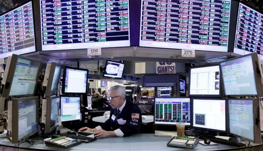 Bolsa de Wall Street opera dispar, cae sector tecnología