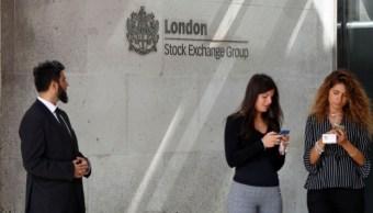 Bolsas europeas caen a mínimos semestrales ante guerra comercial