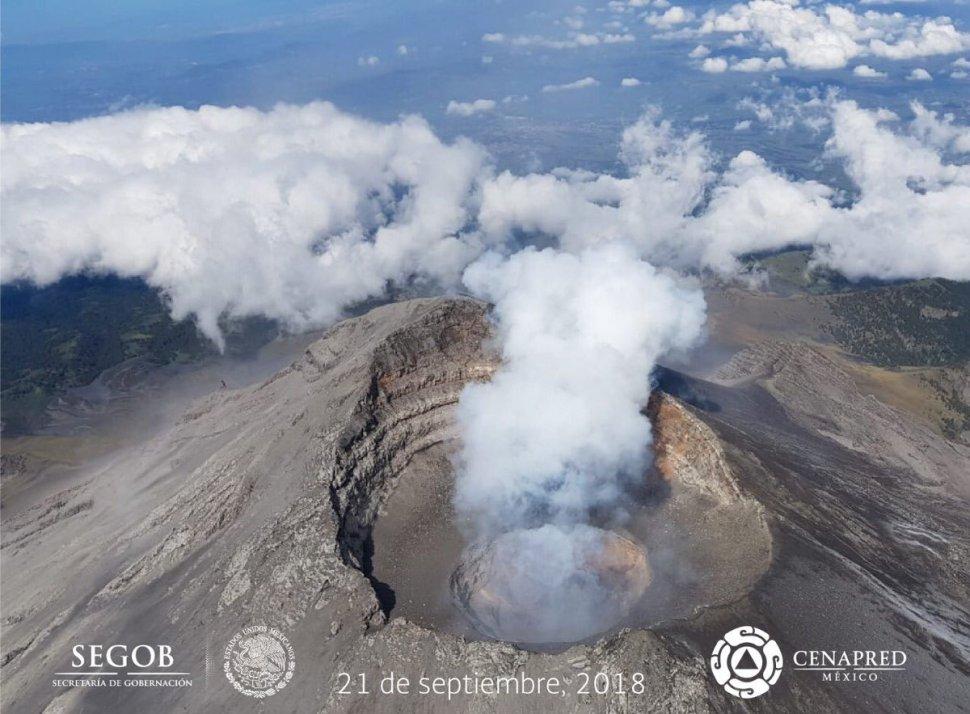 Registran imágenes explosión del Popocatépetl en sobrevuelo