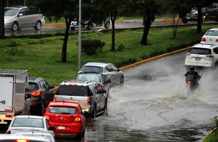 Reportan encharcamientos por lluvias en la CDMX