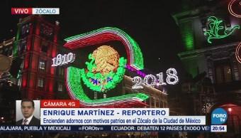 Encienden adornos patrios en Zócalo de la CDMX