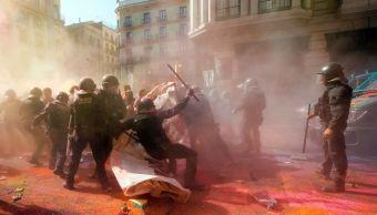 Se enfrentan policías y manifestantes en Barcelona