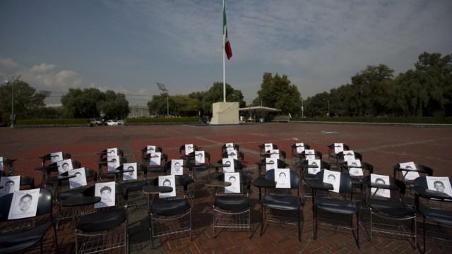 Osorio Chong: Siempre atendí a padres de los 43 normalistas