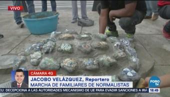 Estudiantes Normal Ayotzinapa Instalan Símbolo Movimiento CDMX