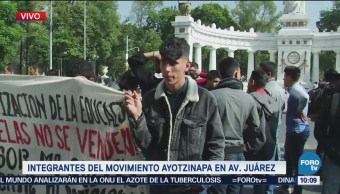 Familiares de los normalistas desaparecidos diálogo con AMLO