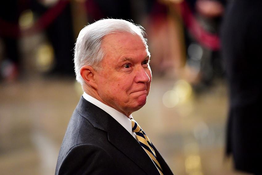 Trump intensifica su guerra pública contra Jeff Sessions
