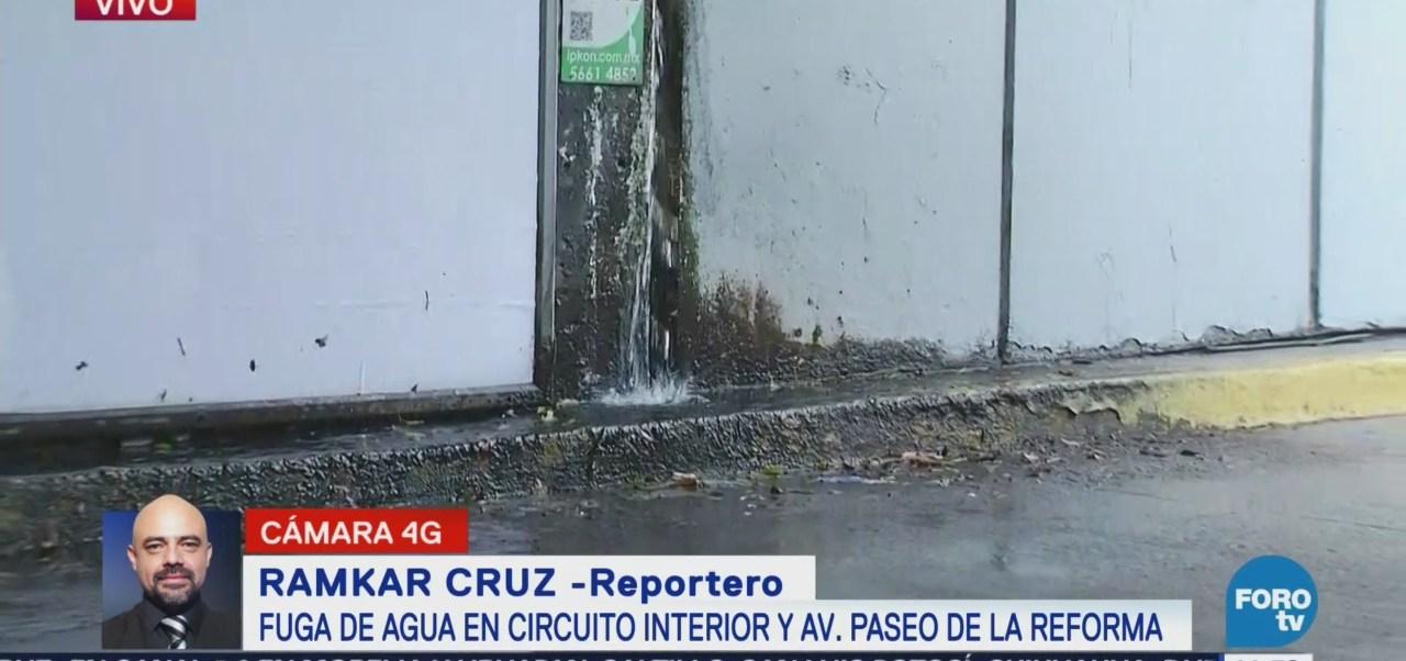 Fuga de agua en Circuito Interior y Paseo de la Reforma CDMX