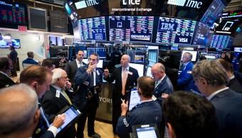 Guerra comercial y política pegan en Wall Street