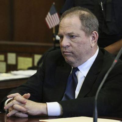 Difunden video que muestra a Weinstein acariciando a mujer durante junta