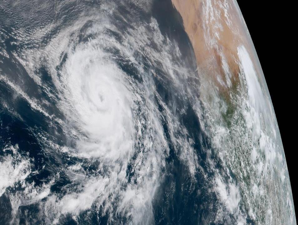 Huracán Florence se degrada a categoría 1