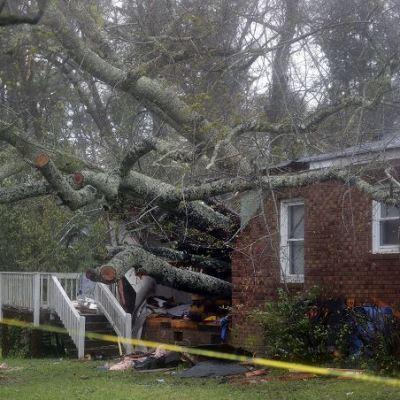 Suman cuatro muertos en Carolina del Norte por huracán 'Florence'