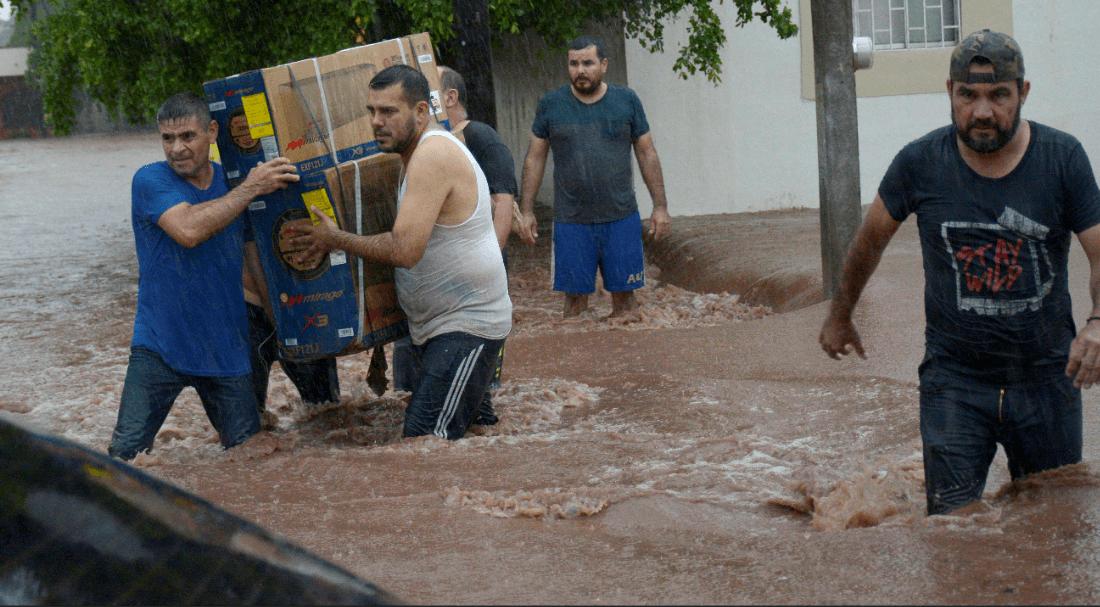 Damnificados en Sinaloa esperan ayuda tras inundaciones
