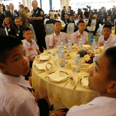 Tailandia agradece con fiesta el rescate de niños atrapados en cueva