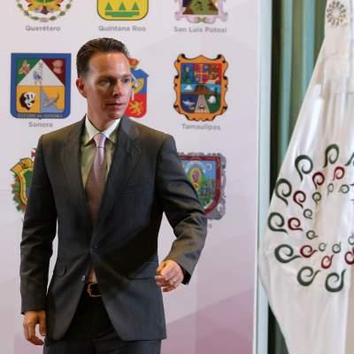 Senadores conceden licencia a Manuel Velasco