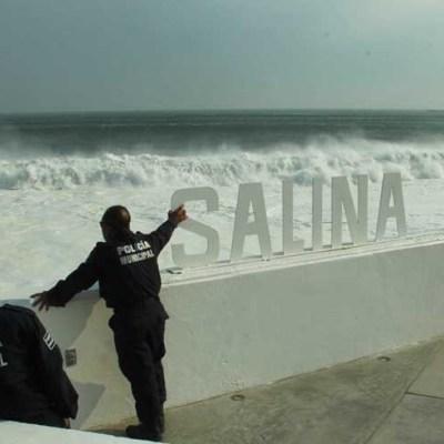 Cierran a la navegación por mar de fondo Puerto Escondido, Oaxaca