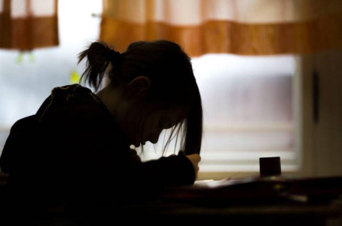 Padres sobreexigentes y sobreprotectores provocan ansiedad y depresión en hijos