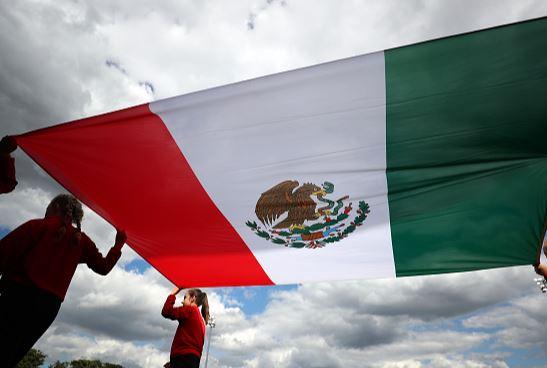 Escuelas indígenas de Yucatán cantan Himno Nacional en maya