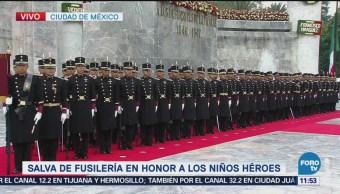 Peña Nieto realiza guardia de honor a los Niños Héroes