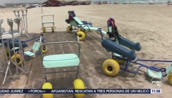 Personas con discapacidad disfrutan de una playa incluyente en Tamaulipas