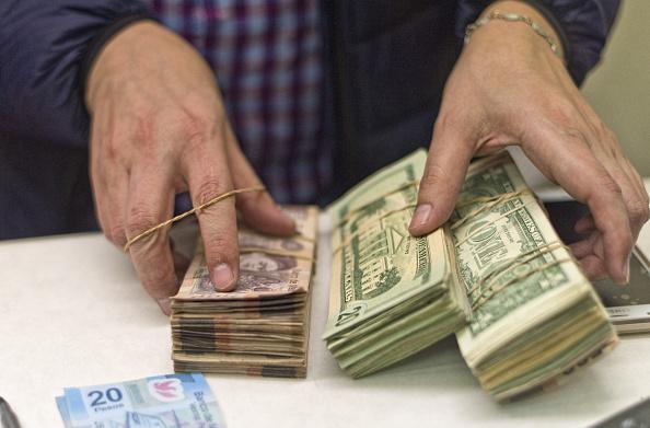 Peso mexicano se aprecia, dólar cotiza en 18.86