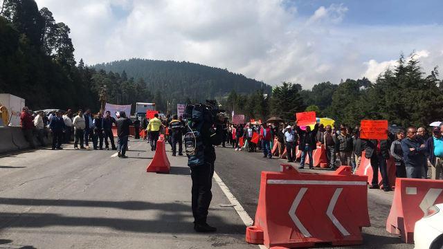Manifestantes bloquean autopistas y carreteras en México