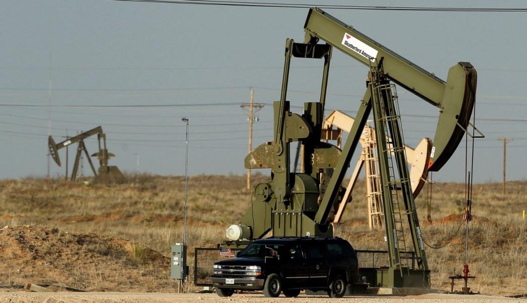 Precios del petróleo crecen ante caída de inventarios en EU