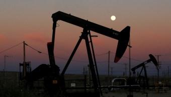 Precios del petróleo se ajustan alrededor de los 80 dólares