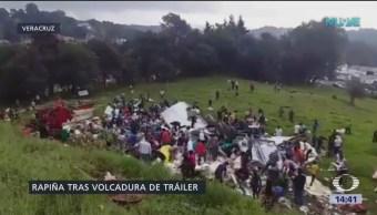 Rapiña tras volcadura de tráiler en Veracruz