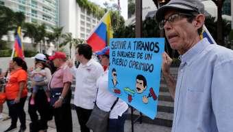 Protestan en restaurante de Salt Bae por alimentar a Maduro