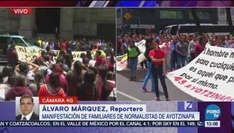 Se manifiestan familiares de normalistas de Ayotizinapa
