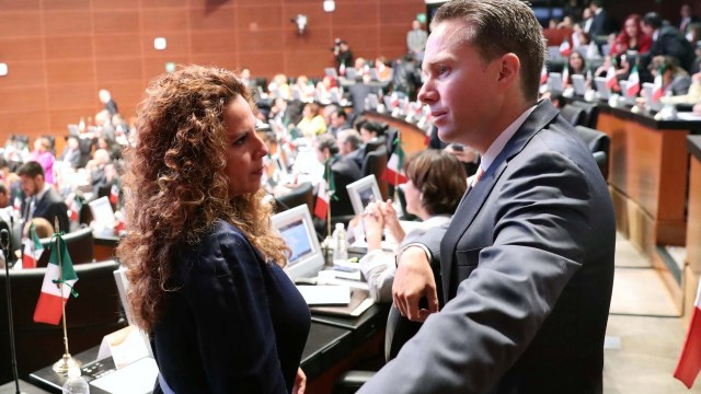 Senado aprueba licencia a Manuel Velasco