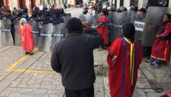 Retiran plantón de mujeres indígenas en Oaxaca