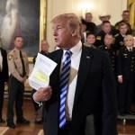 Trump condena artículo anónimo publicado en New York Times