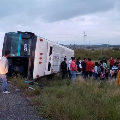 Volcadura de autobús turístico en Oaxaca deja 9 heridos