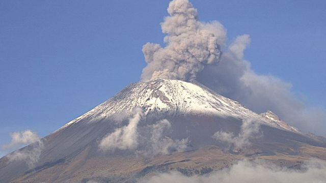 Volcán Popocatépetl emite 82 exhalaciones con ceniza