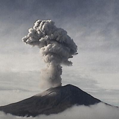 Popocatépetl registra explosión de 2 mil 300 metros de altura