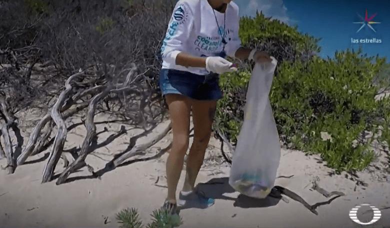 Voluntarios apoyan Día Internacional de Limpieza de Playas