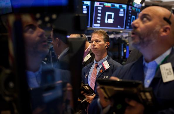 Wall Street cierra con pérdidas tras descensos de Facebook y Nike