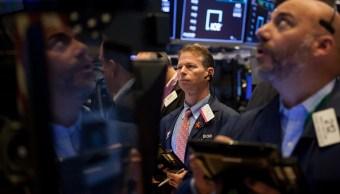 Wall Street abre con pérdidas, espera negociaciones de TLCAN