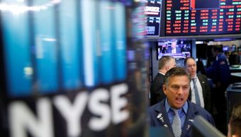 Wall Street opera en rojo a media sesión ante aranceles
