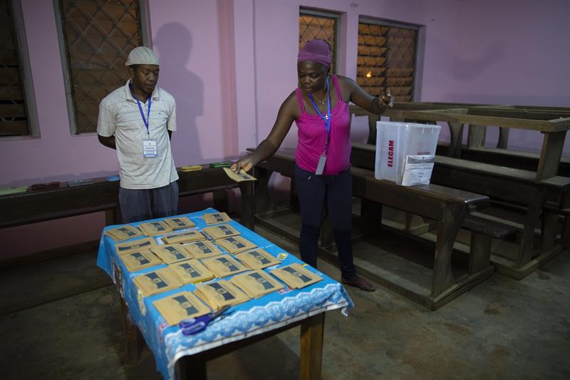 Elecciones en Camerún terminan con 3 muertos