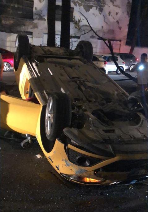 conductora pierde control de vehiculo vuelca en avenida rio san joaquin