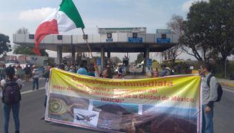 Activistas marchan en contra del NAIM en autopista a Texcoco