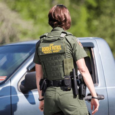 EU arresta a 10 terroristas al día en frontera con México, dice Pence