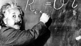 Subastarán carta de Einstein contra existencia de Dios