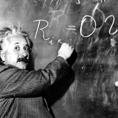 Subastarán carta de Einstein contra existencia de Dios hasta en 1.5 mdd